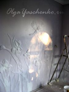 """Фактурная штукатурка """"Ирисы"""", черновой этап, подготовленный рисунок"""