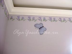 """Фактурная штукатурка """"Ирисы"""", верхний фриз и бабочка"""